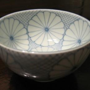菊模様茶碗